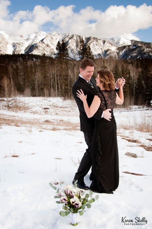 Bride and Groom dancing in the snow, photographers in durango co, durango co photographers, durango wedding photographers, durango photography, wedding photographers in durango co