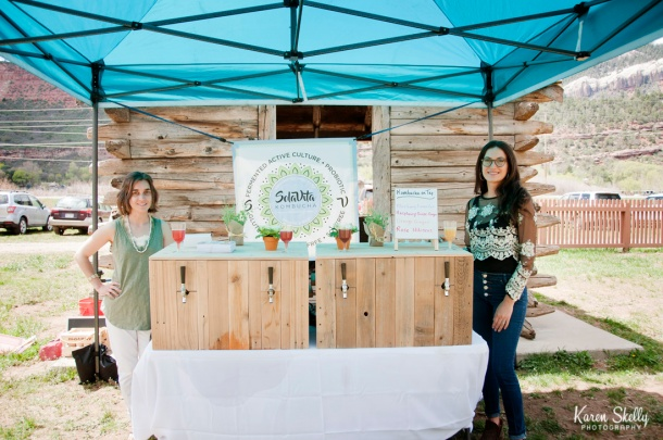 Kombucha bar at wedding, durango photography, durango photographers, photographers in durango co
